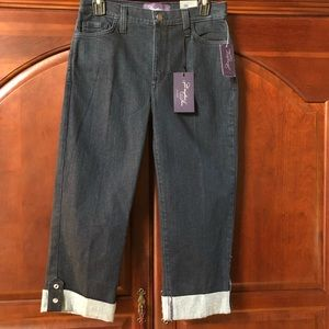 NWT NYDJ Cropped Jeans. Size 6.